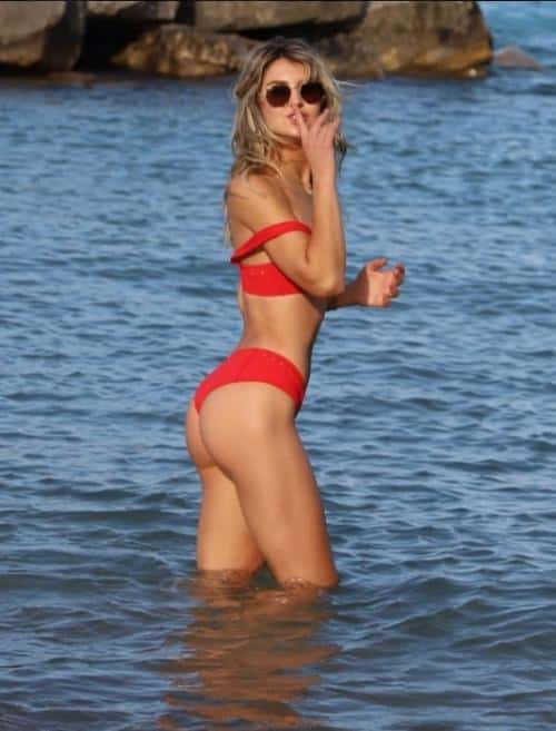 Lexi Mars Looks Red Hot In Pics With Puppy At Illinois Beach